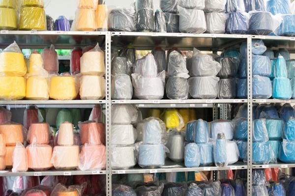 Garne aus Baumwolle, Schafwolle oder Alpaka